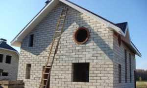 Чем отделать стены из пеноблока внутри дома и с его внешней стороны