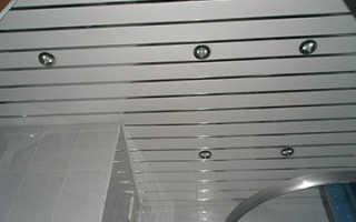 Подвесной потолок в ванной комнате: монтаж своими руками