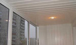 Как сделать потолок на балконе из панелей ПВХ: правильно производим монтаж и отделку