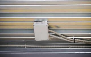 Проводка под натяжным потолком: выбор материала и инструмента, схема подключения, изготовление
